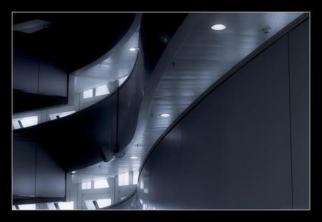 Sombras_y_curvas_by_zaragozano