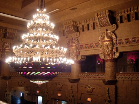 Aztec_theater_lobby_2